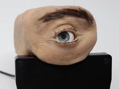 Эмоциональная камера способна смотреть в ответ [ВИДЕО]