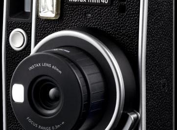 Мгновенная камера Fujifilm в винтажном дизайне за 8990 рублей