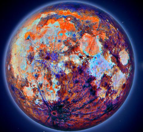 Непривычный вид цветной Луны на фото