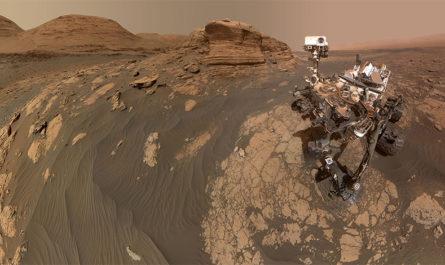 Селфи ровера Curiosity на фоне марсианских гор [ФОТО]
