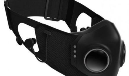 Защитная маска со встроенными наушниками от известного рэпера