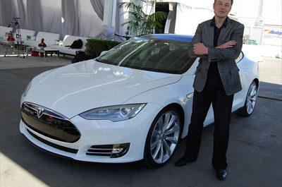Электрокар Tesla удалось удалённо взломать с помощью дрона