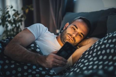Ночной режим на смартфонах не помогает лучше спать