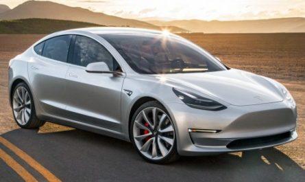 Новые электрокары Tesla временно лишатся полезных функций