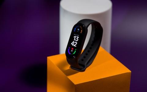 Обзор Xiaomi Mi Smart Band 6: большой шаг вперёд