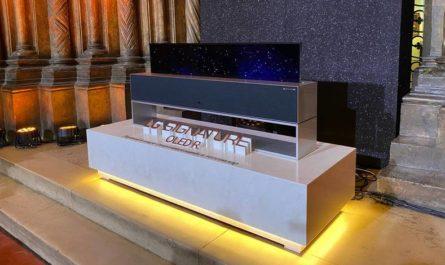 ТВ LG Signature OLED R стоит как двухкомнатная квартира в Москве