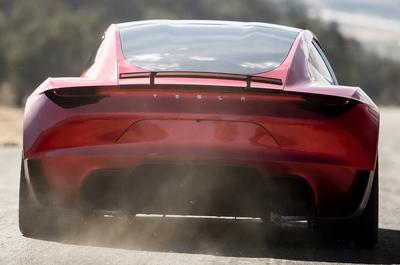 Аниматор показал, как быстро может ездить Tesla Roadster SpaceX [ВИДЕО]