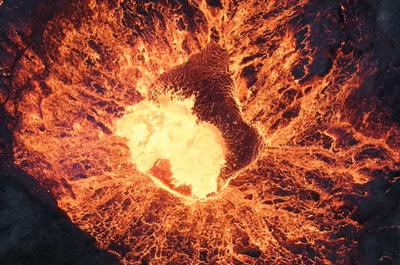 Дрон заснял своё падение в жерло вулкана [ВИДЕО]