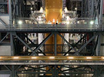 Первый взгляд на ракету NASA, которая полетит на Луну [ВИДЕО]