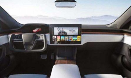Руль Tesla Model S Plaid оказался крайне неудобным [ВИДЕО]