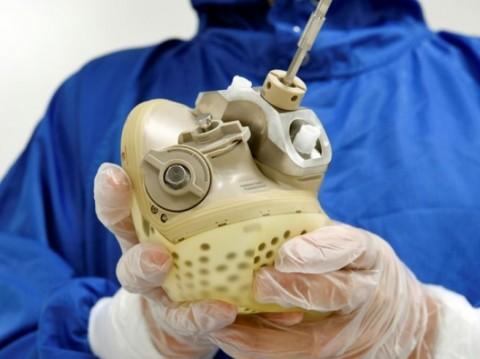 Человеку впервые в истории пересадили искусственное сердце