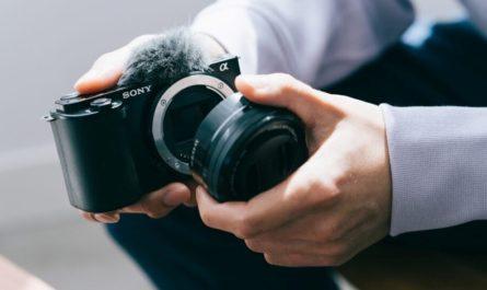 Sony Alpha ZV-E10: компактная камера для видеоблогеров со сменной оптикой