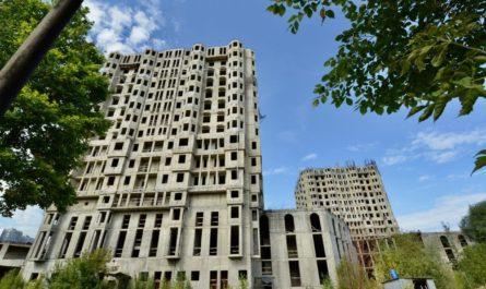 Стройплощадку проблемного жилого комплекса «Академ Палас» подключат к электросетям