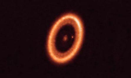 У Сатурна появился конкурент за пределами Солнечной системы [ФОТО]