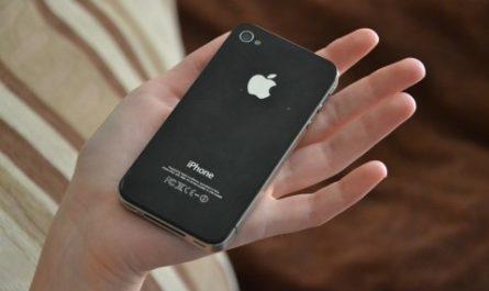 Apple хотела выпустить бюджетный айфон в 2010 году. Но что-то пошло не так