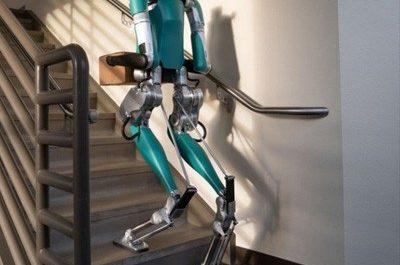 Человекоподобный робот научился карабкаться по лестнице [ВИДЕО]