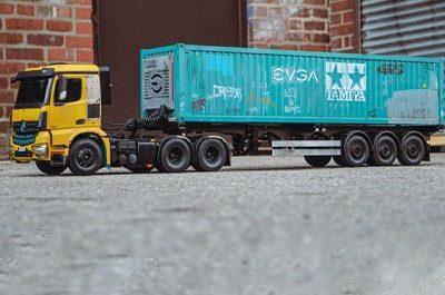 Игрушечный Mercedes RC Semi Truck превратили в мощный ПК [ВИДЕО]