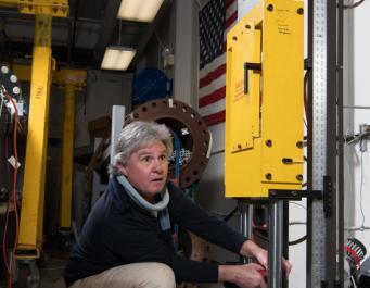 NASA тестирует скафандры, стреляя в них из 14-метровой пушки