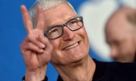 Тим Кук уступит пост главы Apple более молодому лидеру. Но кому и когда?