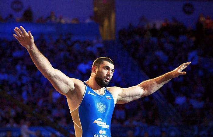 Серебряный призер ОИ-2012 по вольной борьбе Махов попался на допинге