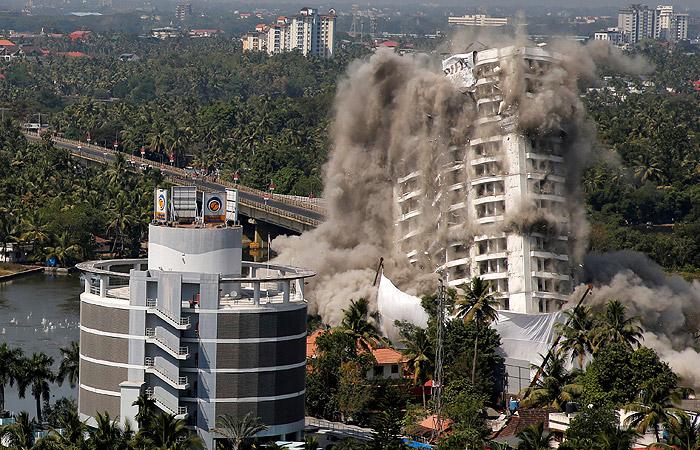 В Индии снесли две высотки, построенные с нарушениями экологических норм