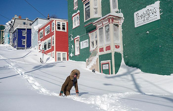 На востоке Канады объявили ЧС из-за принесшей 76-сантиметровые сугробы метели