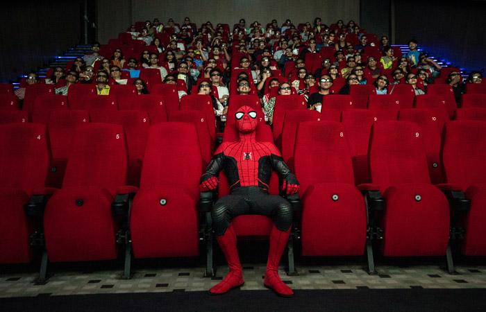 Мединский одобрил идею стимулировать школьников к походам в кино