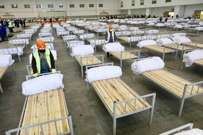 Число больных пневмонией нового типа в Китае превысило 24 тыс. человек