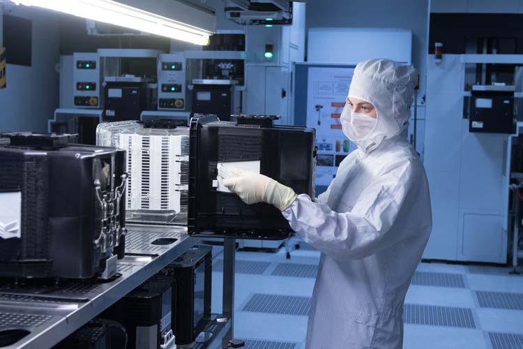 Белый дом ведёт переговоры с Intel и TSMC о строительстве заводов по производству чипов в США