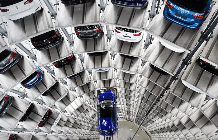 """Автодилеры зафиксировали """"подозрительно хорошие"""" продажи новых машин в РФ в январе"""