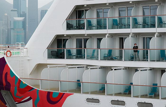Пассажиров лайнера World Dream отпустят с карантина во вторник